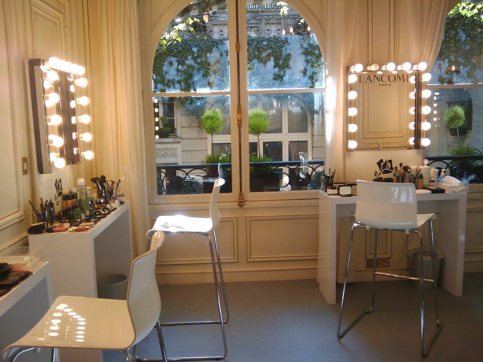Makeup artist room ideas mugeek vidalondon for Makeup salon
