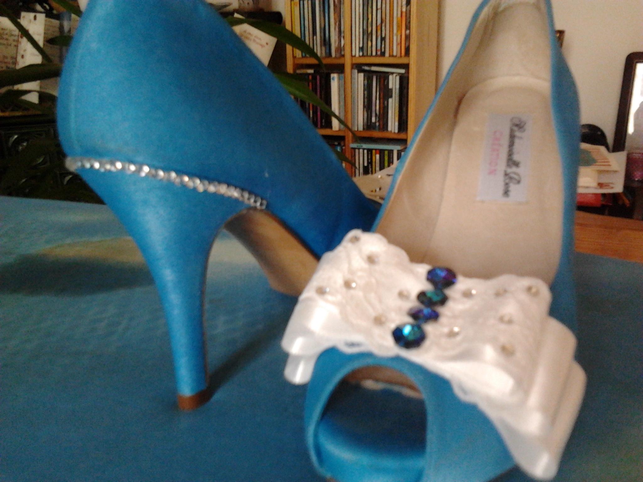 Paris Wedding Wednesday : Garter Battle & Giveaway!