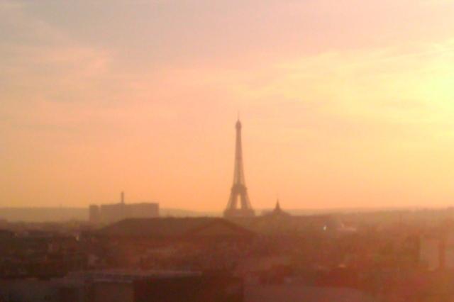 EiffelInPink_PreteMoiParis